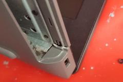 Pęknięta obudowa w laptopie